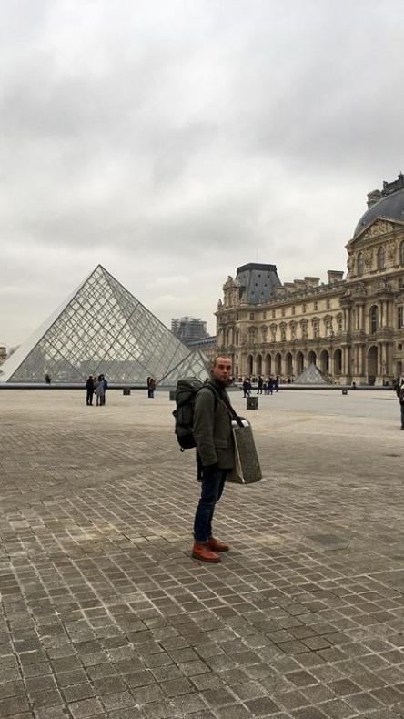 Louvre Ben web